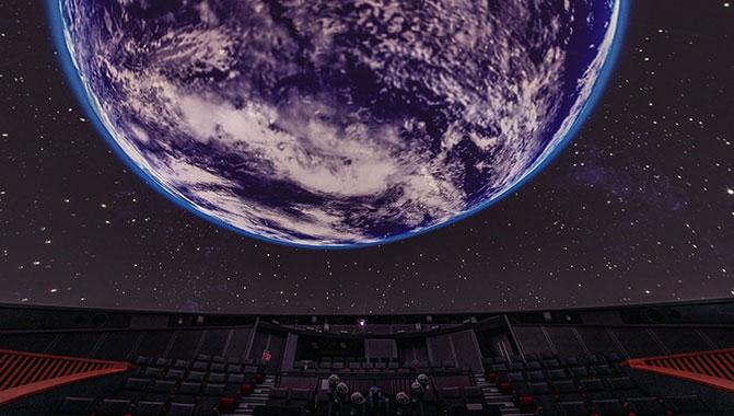 """A Miraikan renovou seus equipamentos e sistemas, adotando o projetor de laser puro Christie 4K RGB para o """"Dome Theatre GAIA"""" do museu"""